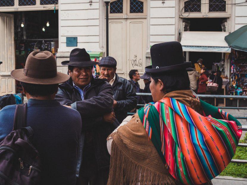 Ludzie w kapeluszach