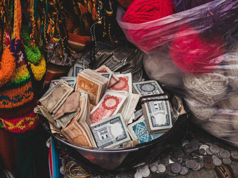 Miska z pieniędzmi