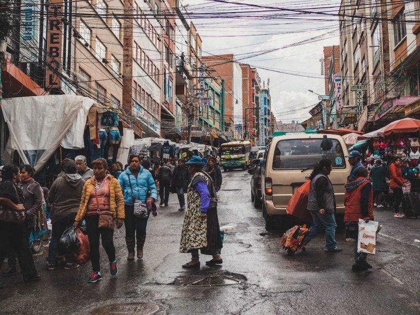 Zatłoczona ulica w La paz