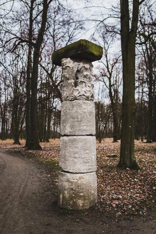 kolumna w parku