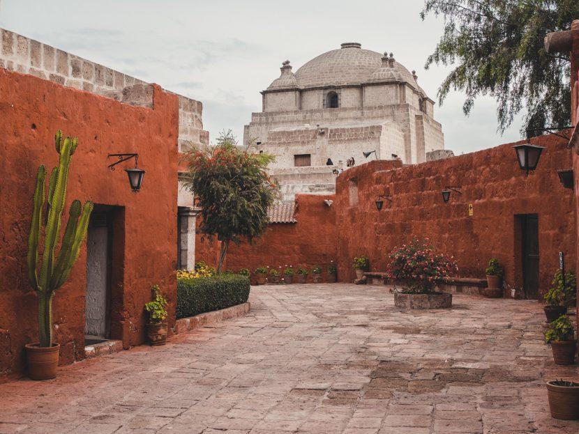 Czerwone ściany w klasztorze świętej Katarzyny