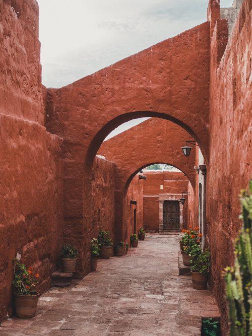 Czerwone ściany klasztoru