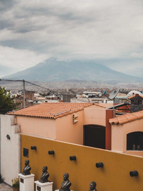 Widok na wulkan z miasta