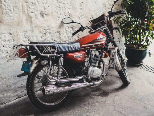 Czerwony motocykl Honda