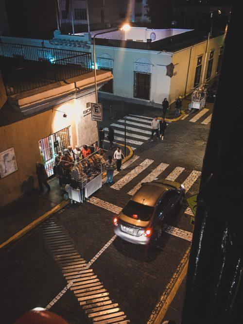 Nocny stragan na ulicy arequipy