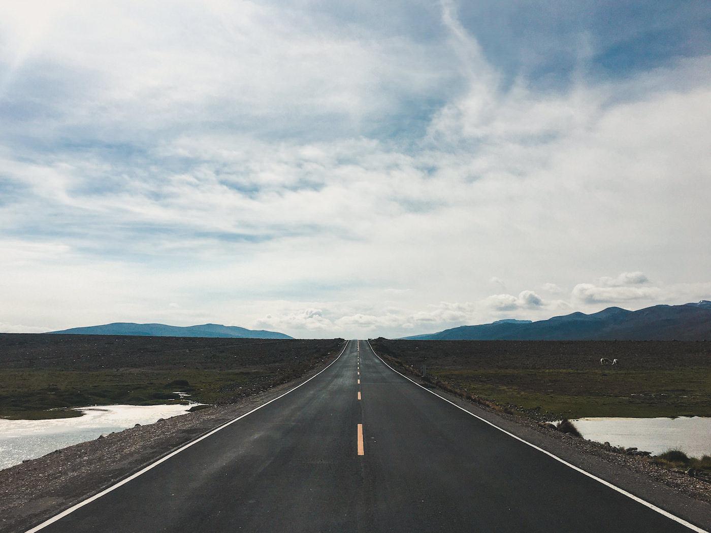 Długa droga asfaltowa w Peru