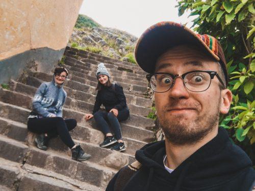 Szelfie w Cusco na schodach