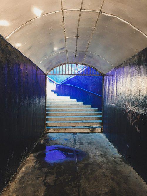 Niebieskie przejście podziemne