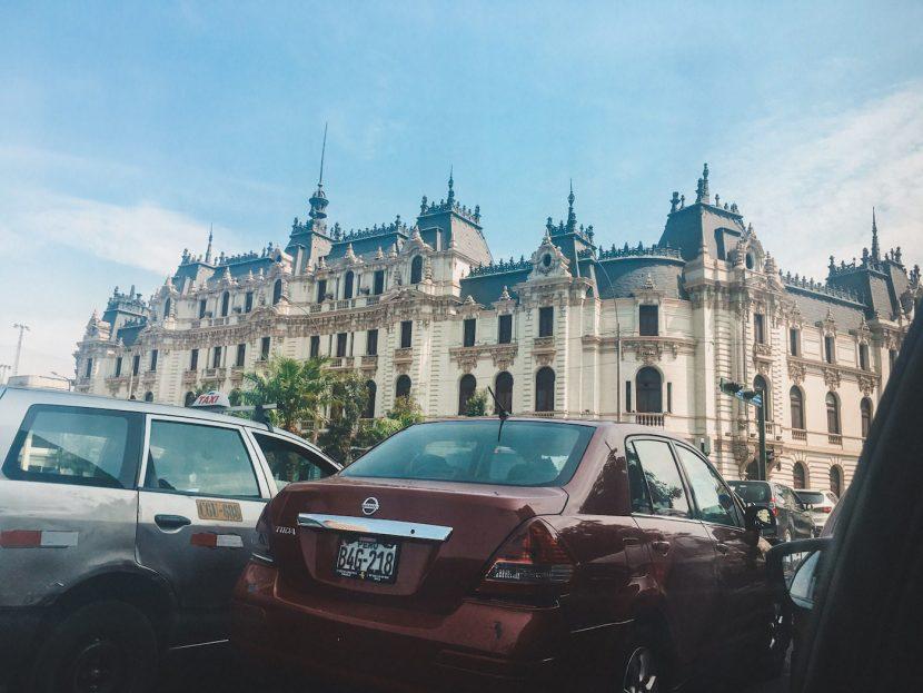 Samochody w Limie