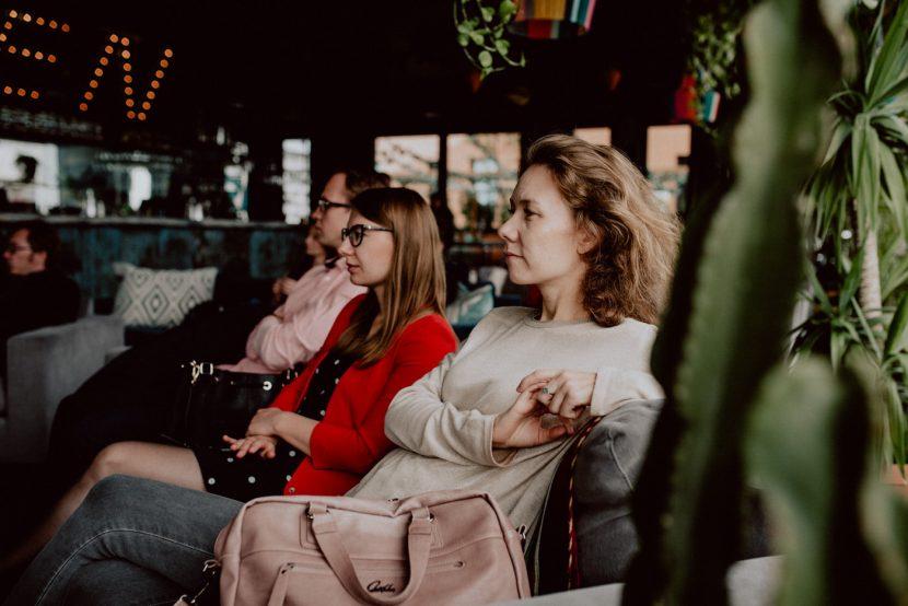 Kobiety na fotelu