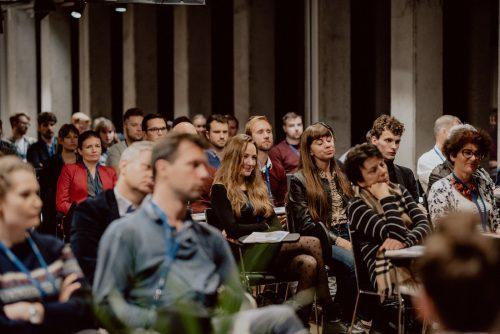 Kobieta na publiczności