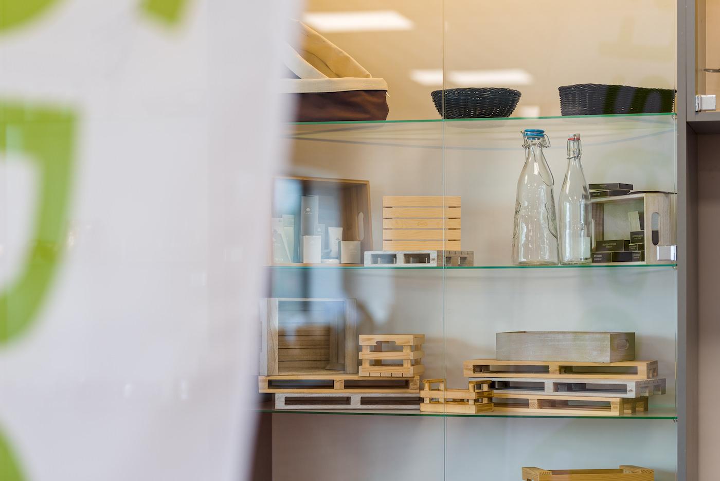 Drewniane stojaki do gastronomii