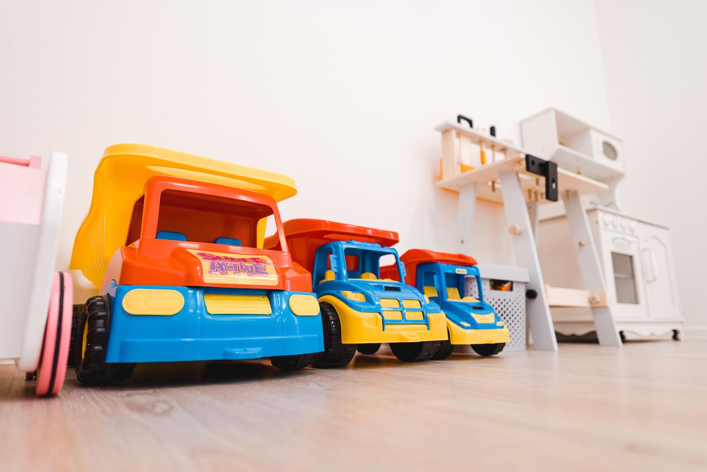 Samochody zabawki w przedszkolu