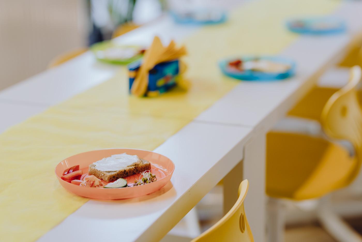 Kanapka na stole