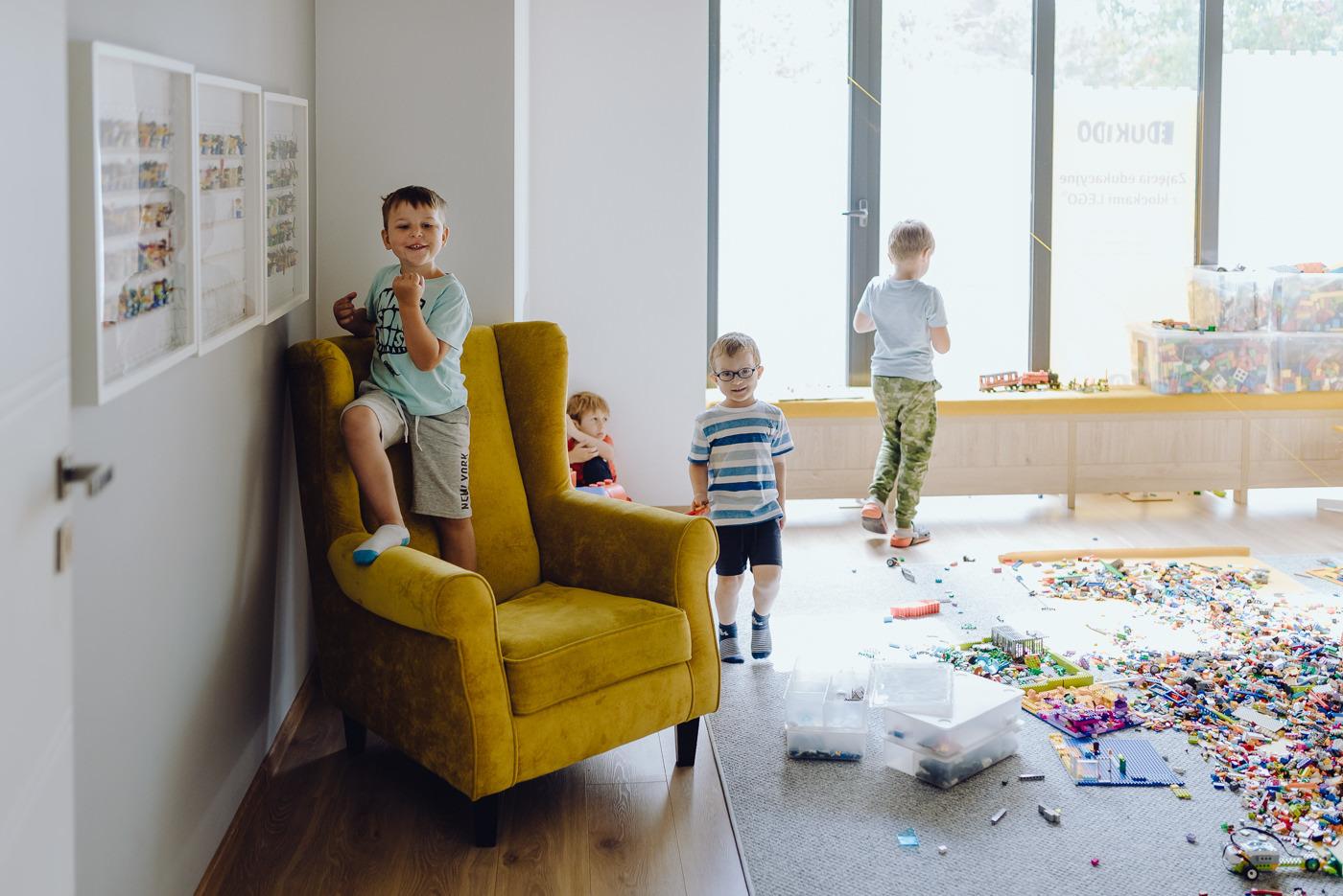 Dzieci w sali zabaw