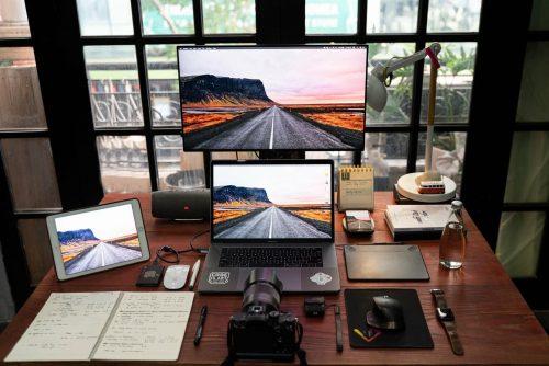 Laptop do obróbki zdjęćz eventów