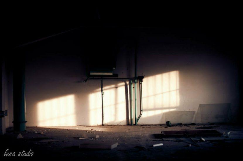 światło wpadające do pokoju