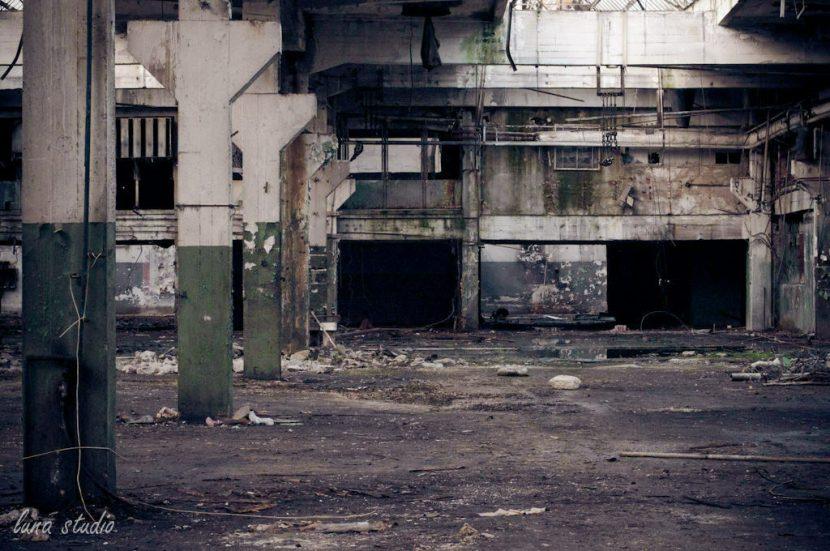 Opuszczona hala fabryki Ursus w Warszawie