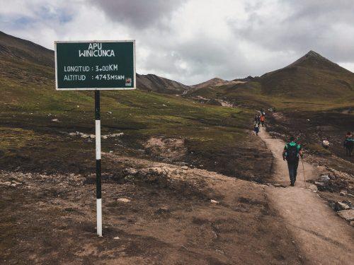 Droga na szczyt tęczowej góry