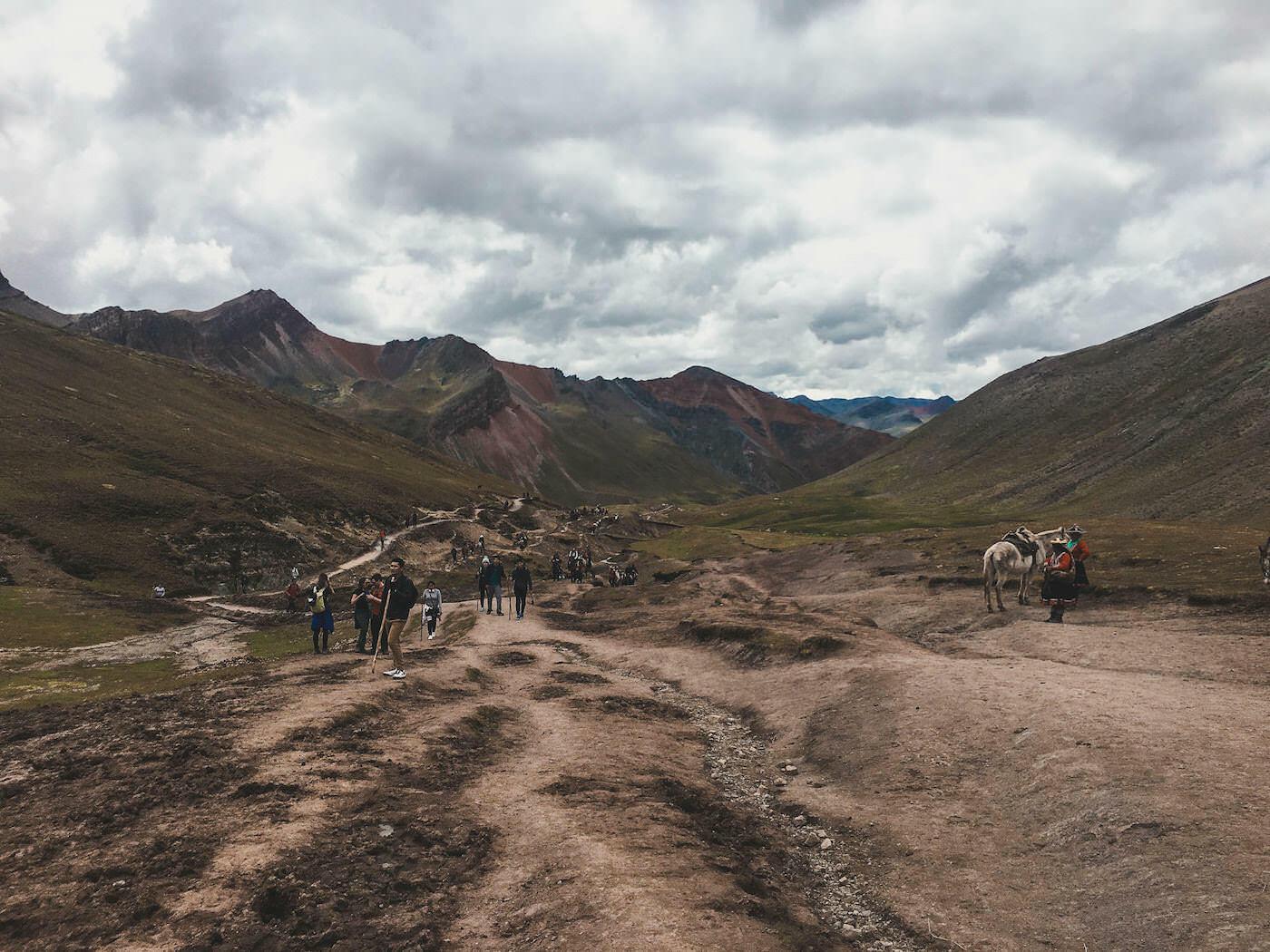 Szlak na szczyt tęczowej góry
