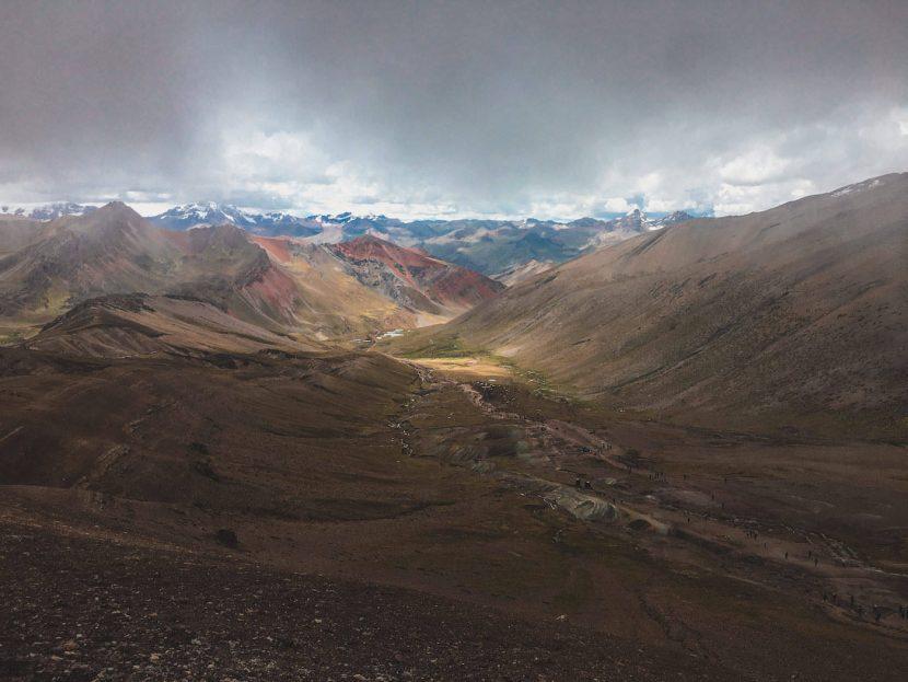Widok z tęczowej góry w Peru