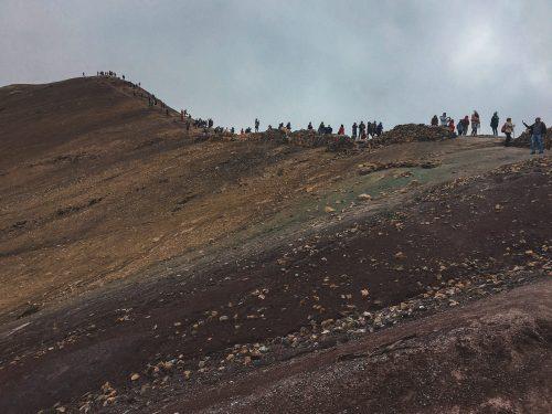 Szlak na tęczową górę w Peru