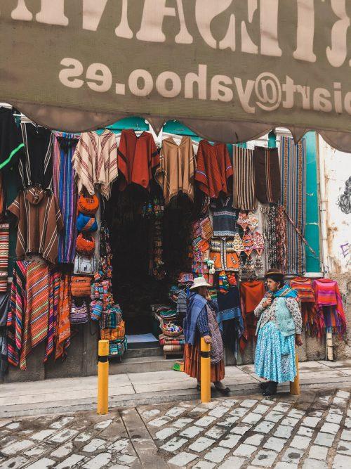 Kobiety w tradycyjnych strojach w Boliwii