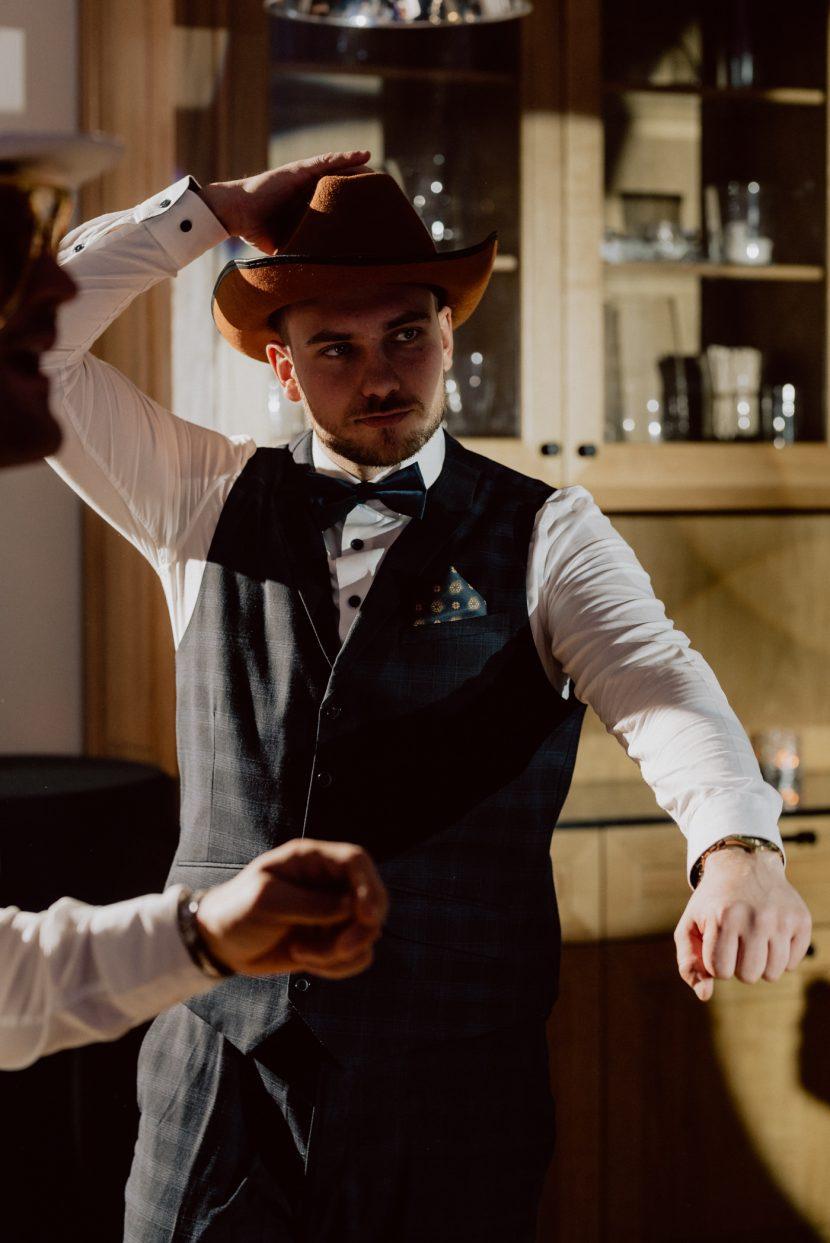 Mężczyzna w kapeluszu kowbojskim