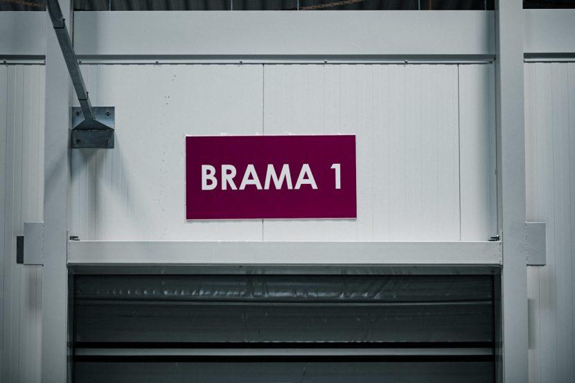znak Brama 1