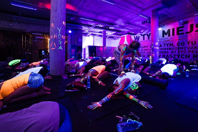 zajęcia yoga glow reebok
