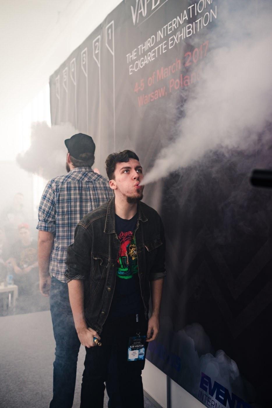 Konkurs na największą chmurę podczas vape expo