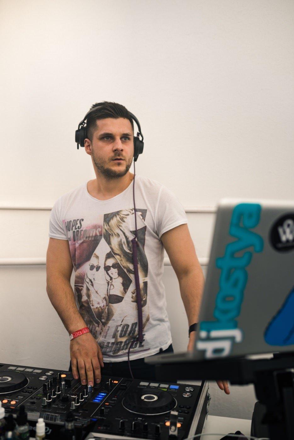 DJ na targach