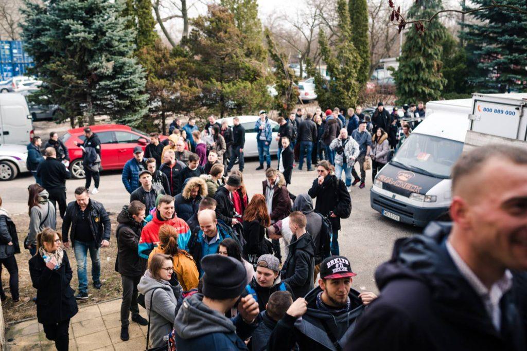 queue for vape expo on Minsk street