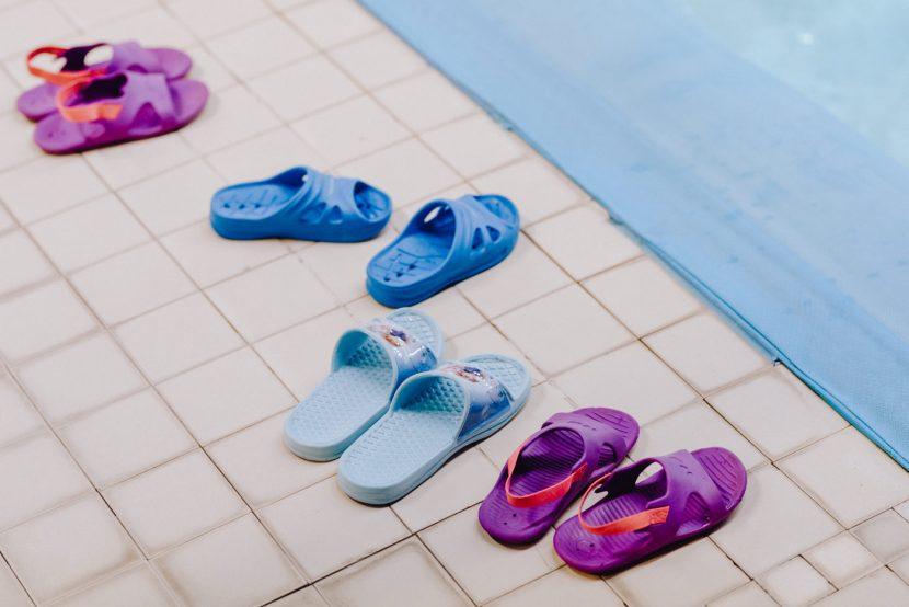 Klapki dzieci na basenie