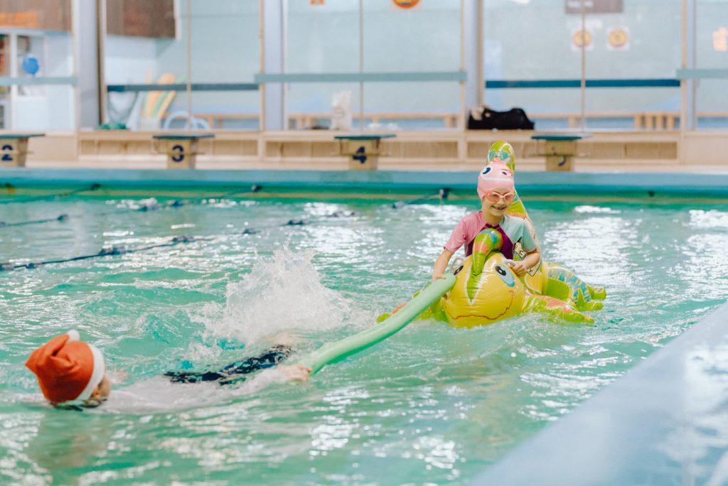 Mikołajki dla dzieci na basenie