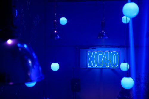 Neony na evencie Volvo XC40