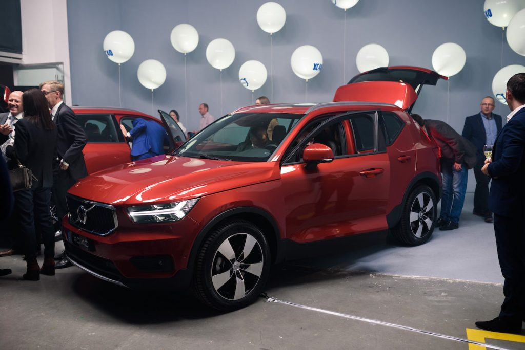 The red Volvo XC40