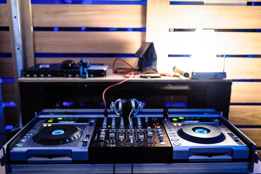 Konsola DJ w smolna 8