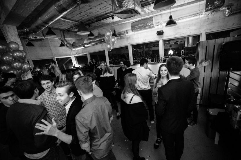 Impreza urodzinowa w klubie z panoramą warszawy