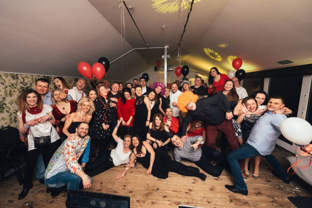 Zdjęcie grupowe podczas imprezy urodzinowej