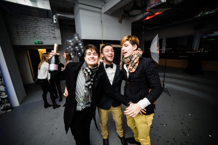 Chłopaki na imprezie urodzinowej w klubie Smolna 8