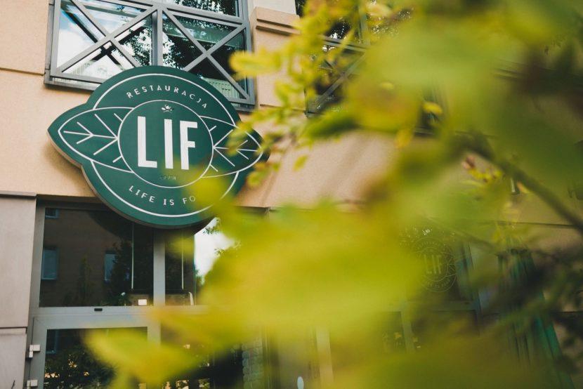 Wejście do restauracji LIF w Warszawie