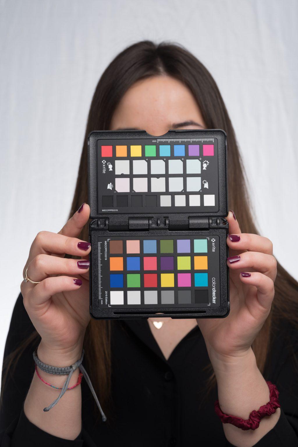Zdjęcie z próbnikiem ColorChecker Passport 2 z profilem Adobe Standard