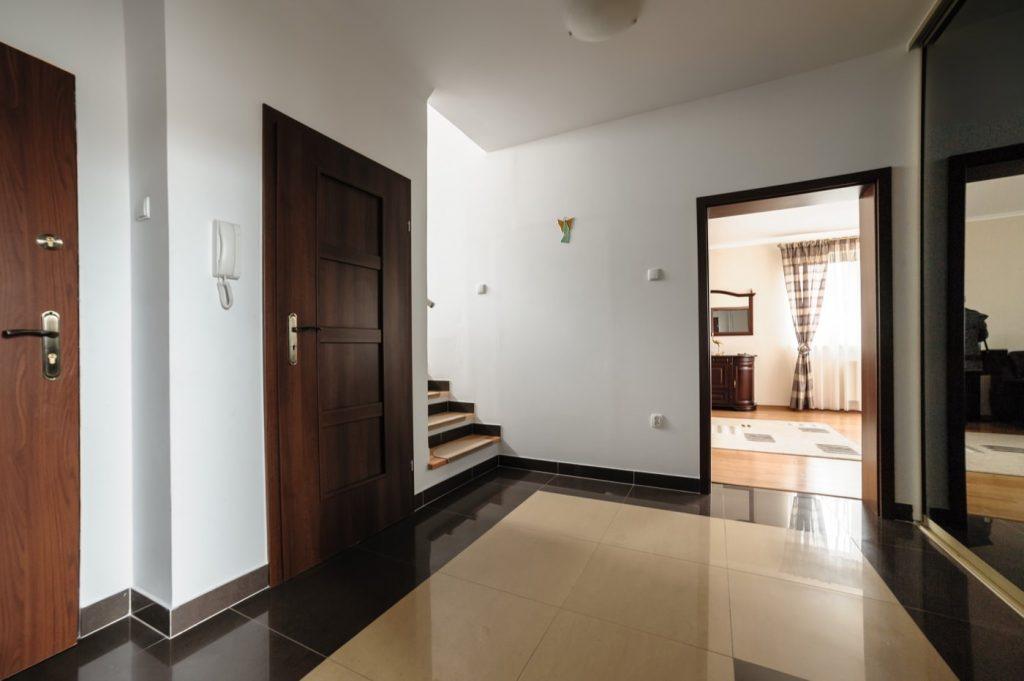 Zdjęcia domu na sprzedaż - korytarz