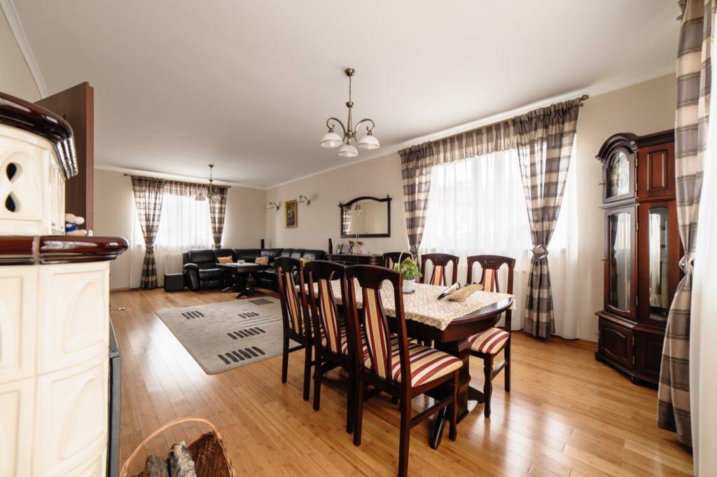 Zdjęcia domu na sprzedaż - przestronna jadalnia