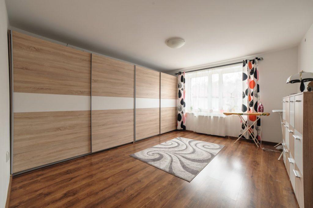 Zdjęcia domu na sprzedaż - garderoba