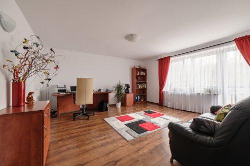 Zdjęcia domu na sprzedaż - wnętrze biura